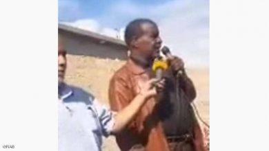 صورة بالفيديو: لحظة وفاة القائد بالجيش الليبي ونيس بوخمادة خلال إلقائه كلمة