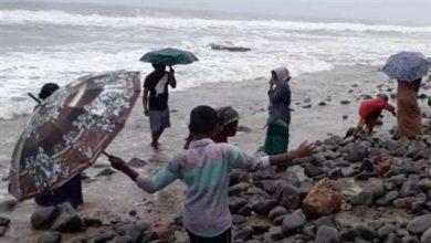 """صورة بحر """"يقذف"""" ذهباً على الشواطئ!"""