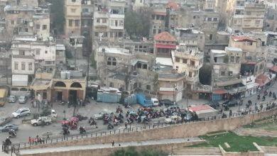 صورة مسيرة تجوب شوارع طرابلس احتجاجاً على الاوضاع المعيشية